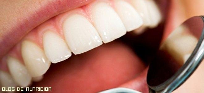 limpieza de dientes y lengua
