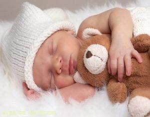 ¿Dejar que los bebés lloren hasta dormirse?